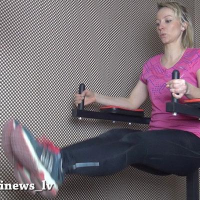 """""""Vingro sev"""" – vingrojums vēdera muskulatūras nostiprināšanai (ar taisnām kājām)"""
