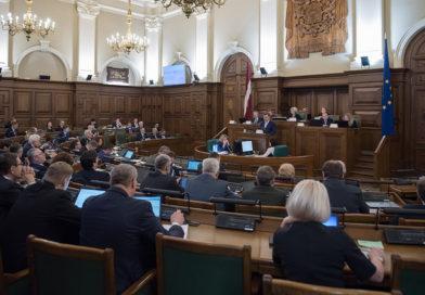 Saeima konceptuāli atbalsta pāreju uz mācībām tikai latviešu valodā