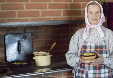 Piena zupa ar dārzeņiem. Pupas ar kariju (VIDEO)