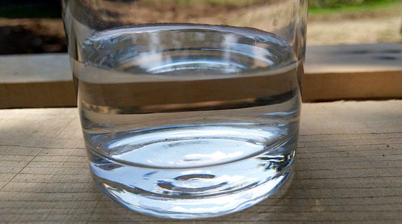 Ārste noliedz mītus: gāzēts minerālūdens nepalielina celulītu