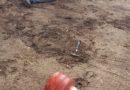 Kāds vīrietis mēģina uzbrukt policistiem ar lenķzāģi, āmuru un propāna gāzes balonu