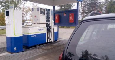 Degvielas cenu pieaugums būtiski ietekmē patēriņa cenu kāpumu septembrī