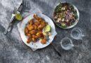 Parmezāna un vistas nageti ar kāpostu salātiem