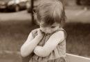 Kā iedrošināt kautrīgu un klusu bērnu?