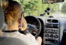 Teju katrs piektais autovadītājs, kas lietojis mobilo telefonu pie stūres, to noliedz