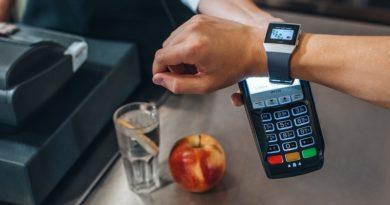 No jaunas lietotnes līdz iespējai maksāt ar viedtālruni, viedpulksteni un aproci