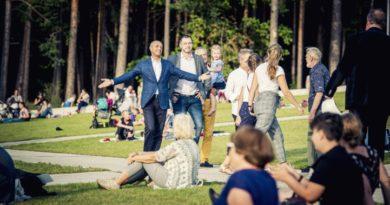 Pie Mežaparka topošās estrādes aizvadīts pirmais Lielais pikniks