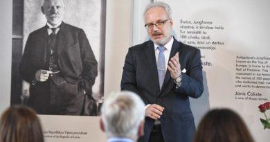 """Valsts prezidenta Egila Levita uzruna Jāņa Čakstes memoriālajā muzejā """"Auči"""""""