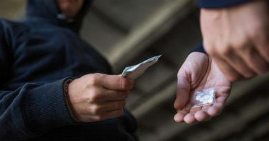 Valsts policija uz aizdomu pamata par narkotisko vielu apriti aizturēja organizētu grupu