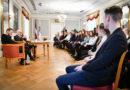 Egils Levits un Ralfs Eilands ar Ēnu dienas jauniešiem pārrunā mobinga problēmu skolās