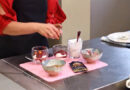 Veselīgs saldais ēdiens – linsēklu, jogurta un ogu kārtojums