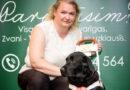 Kā rīkoties, sastopot cilvēku ar redzes problēmām, kuru  pavada suns – pavadonis
