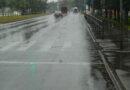Rīgā turpinās ūdens peļķu atsūknēšana