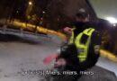Pašvaldības policisti sniega kupenā atrod puspliku jaunieti