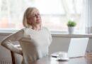 Aptauja: 3 no 10 Latvijas iedzīvotājiem vismaz reizi nedēļā izjūt muguras sāpes