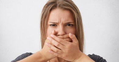 Nepatīkamā problēma – slikta elpa jeb halitoze. Kāpēc tā ir un kā ar to cīnīties?