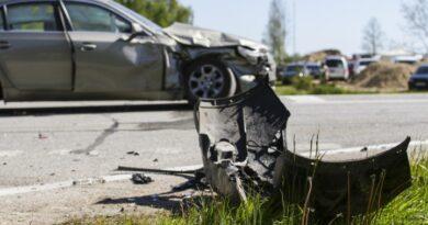 Aptauja: 80% Latvijas autovadītāju ceļu satiksmē regulāri novēro agresīvu braukšanu